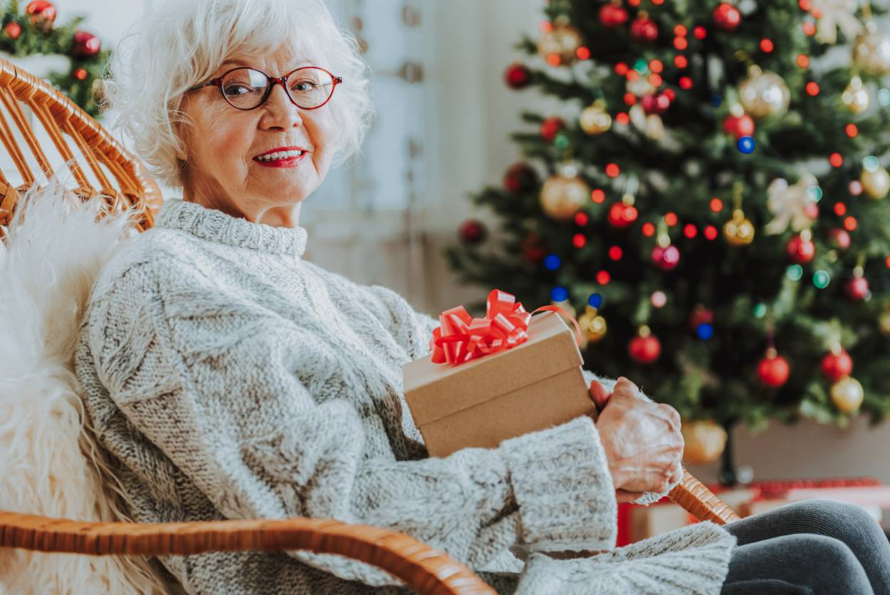 4 ways to stay connected with senior loved ones over the holidays
