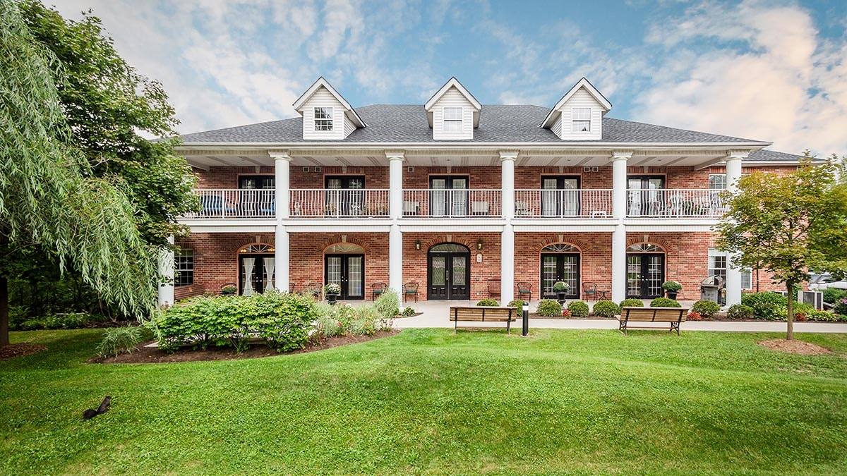 beautiful exterior of Chartwell Georgian Retirement Residence