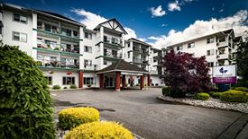 beautiful exterior of Chartwell Lynnwood Retirement Residence
