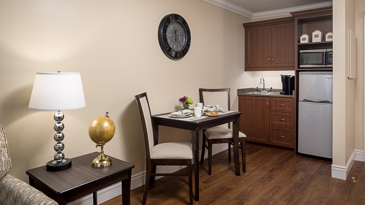 Kitchenette in Chartwell Montgomery Village retirement residence suite