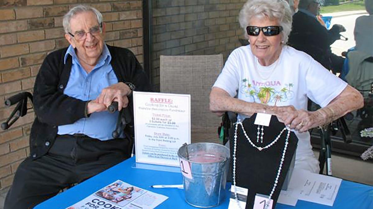 residents selling jewelry at Chartwell Oak Park Terrace Retirement Residence