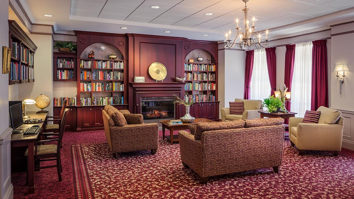 big library at Chartwell Robert Speck Retirement Residence