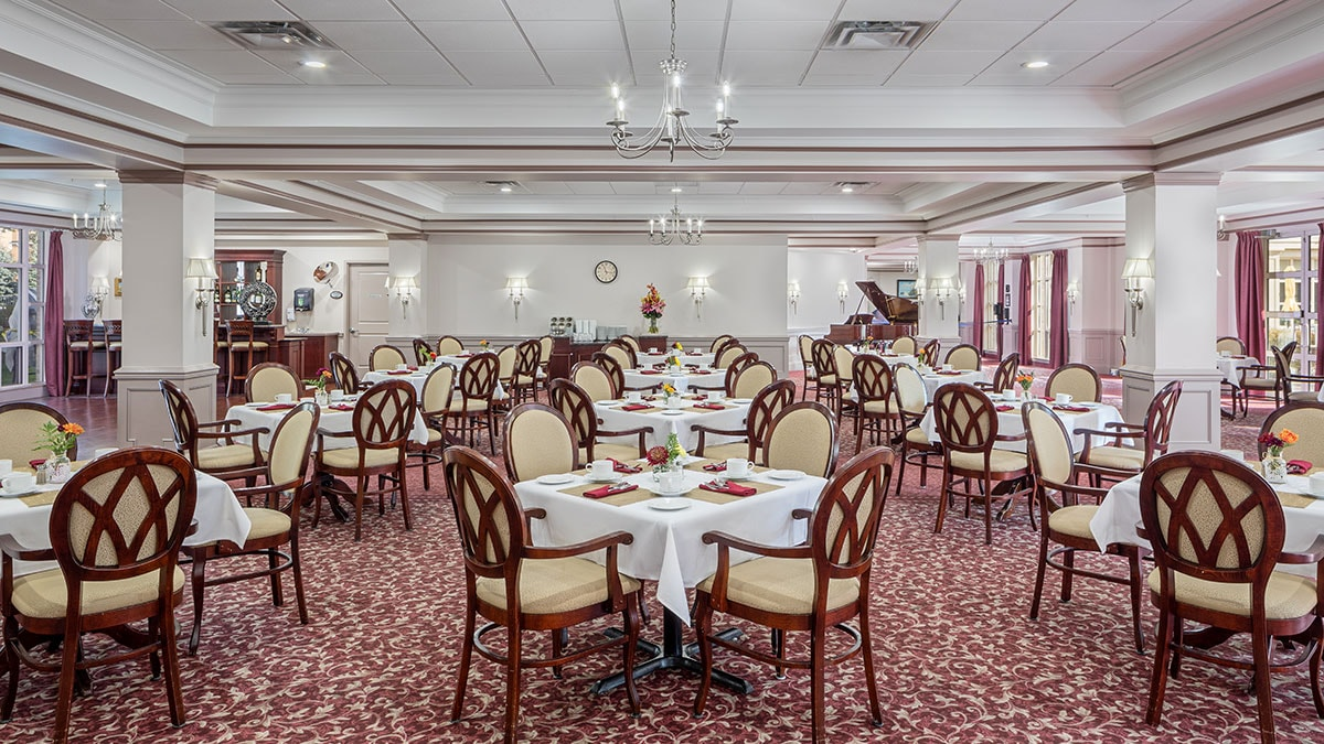 Beautiful open dining room at Chartwell Robert Speck Retirement Residence