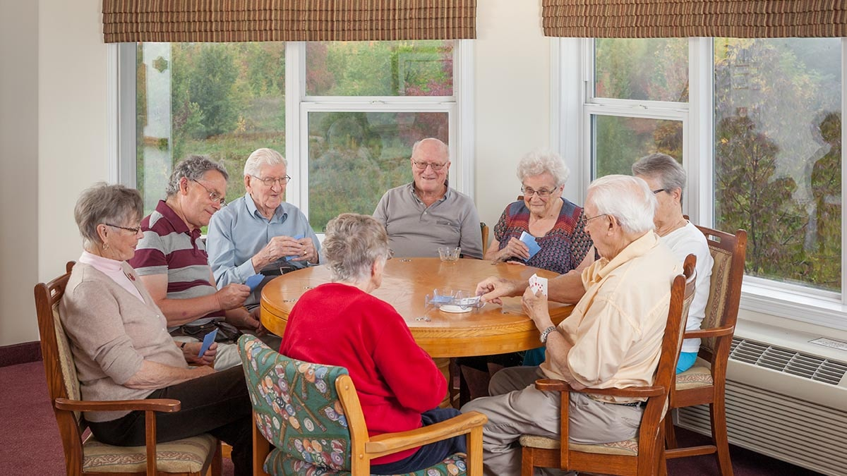 residents playing cards at Chartwell Southwind Retirement Residence