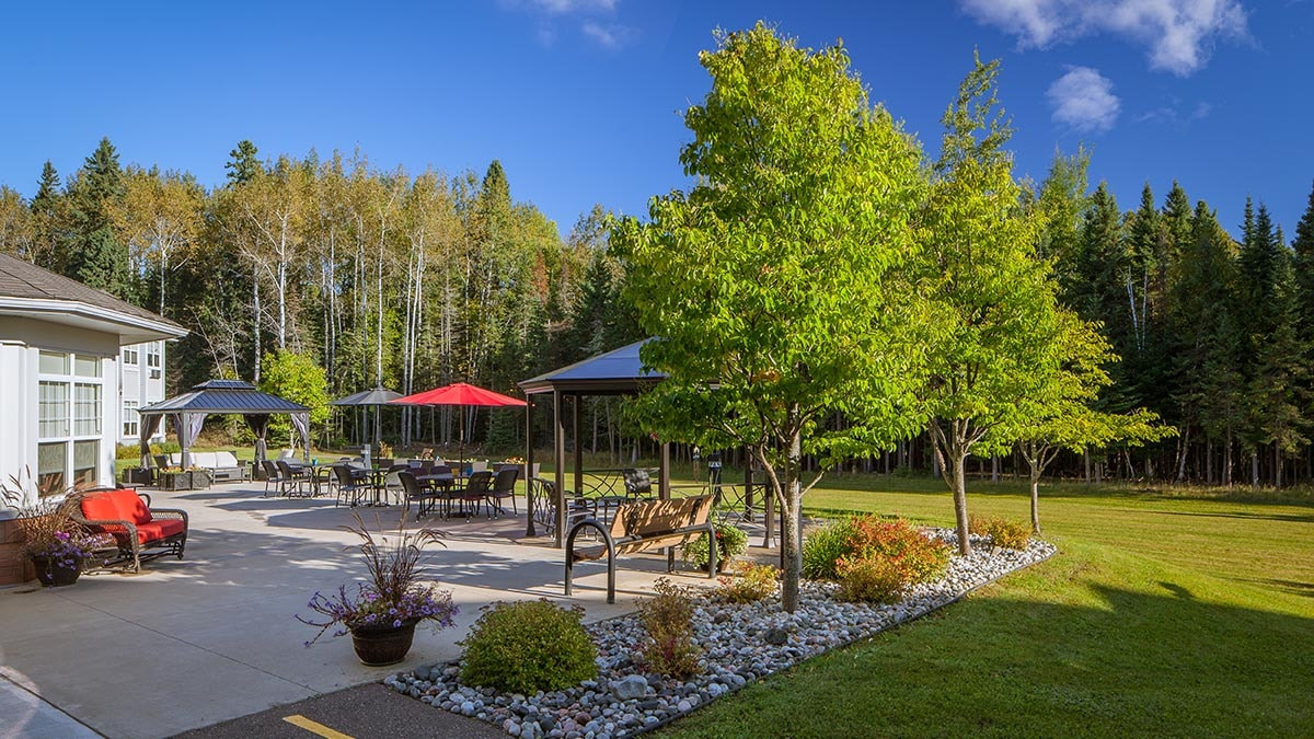patio at Chartwell Thunder Bay Retirement Residence