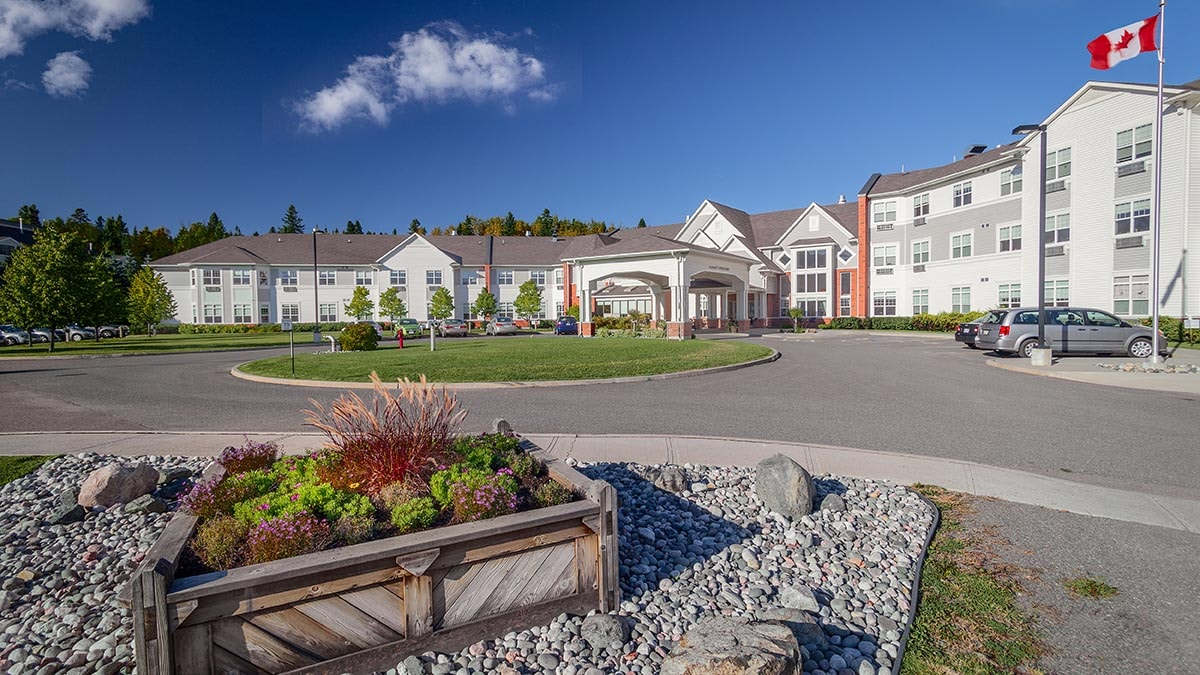 beautiful exterior of Chartwell Thunder Bay Retirement Residence