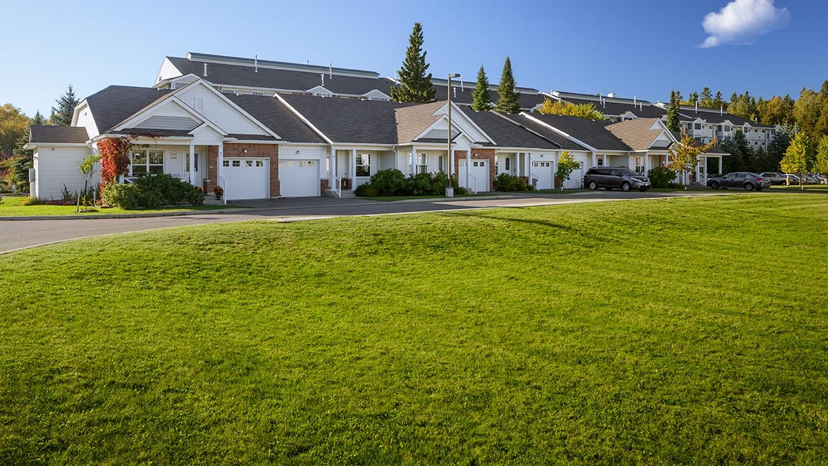 luscious green grass at Chartwell Thunder Bay Retirement Residence