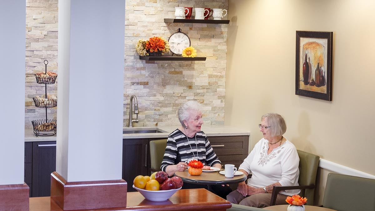 residents having tea at Chartwell Thunder Bay Retirement Residence