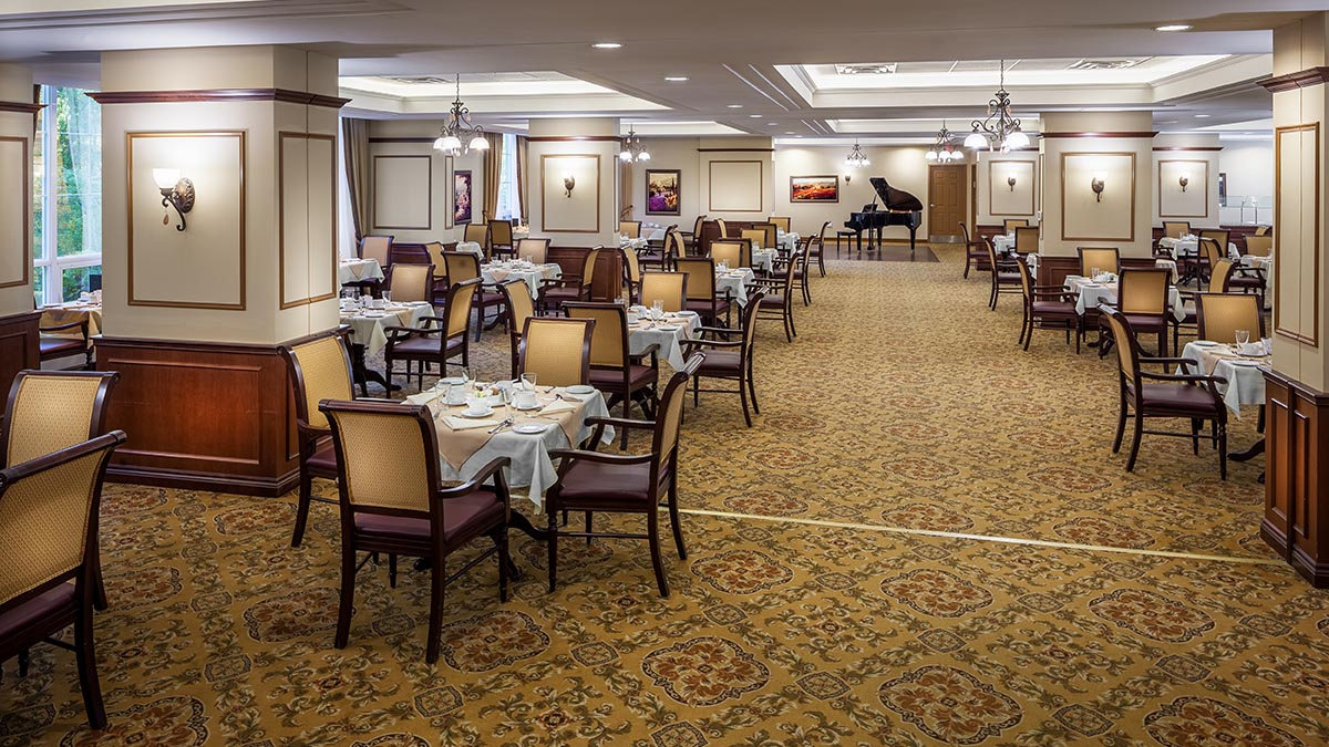 large dining room at Chartwell Valley Vista Retirement Residence
