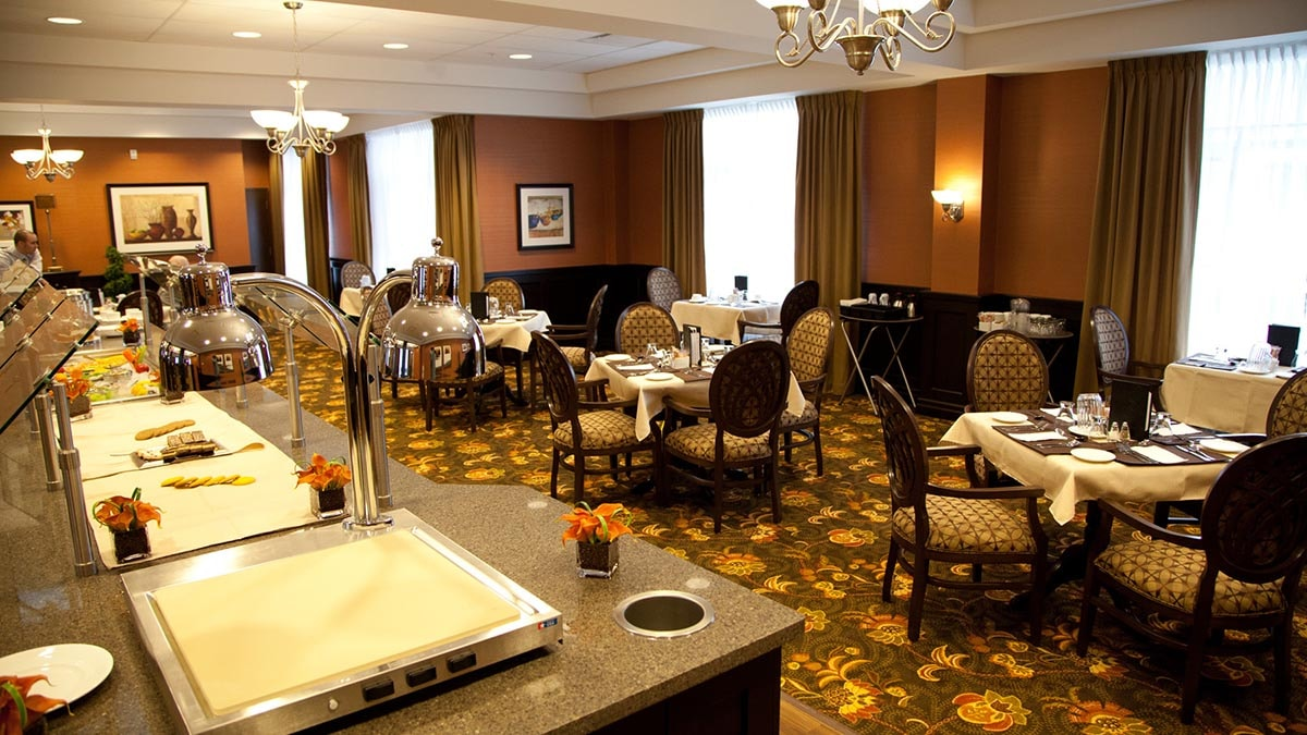 dining room at Chartwell Westmount Retirement Residence