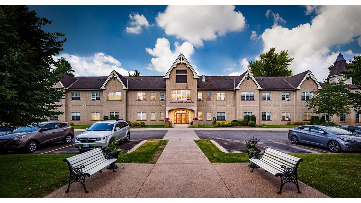 Stunning exterior photo of Chartwell Anne Hathaway retirement residence