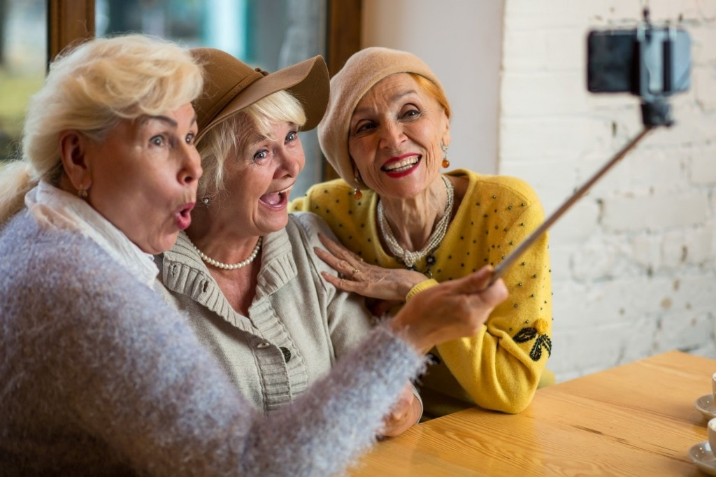 Tips for making new friends in our retirement years